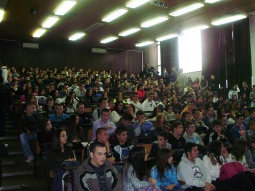 Tribina u Tehničkoj školi na Novom Beogradu